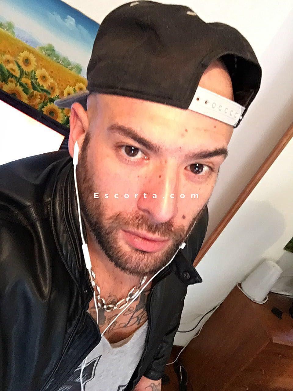 escort uomini gay escort uomo italia
