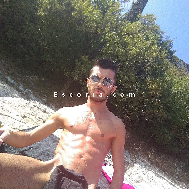 alex gigolo escort neri gay
